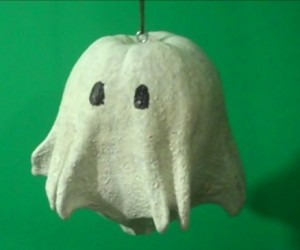 Quick and Easy DIY Halloween Ghosts